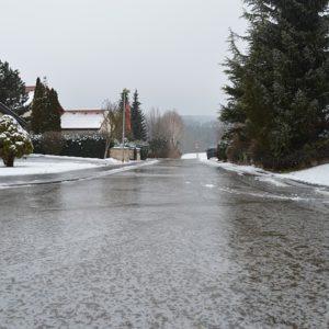 Лед на дороге. Фото: pixabay.com.