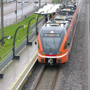 Поезд Elron на станции Юлемисте. Автор фото: Виталий Фактулин.