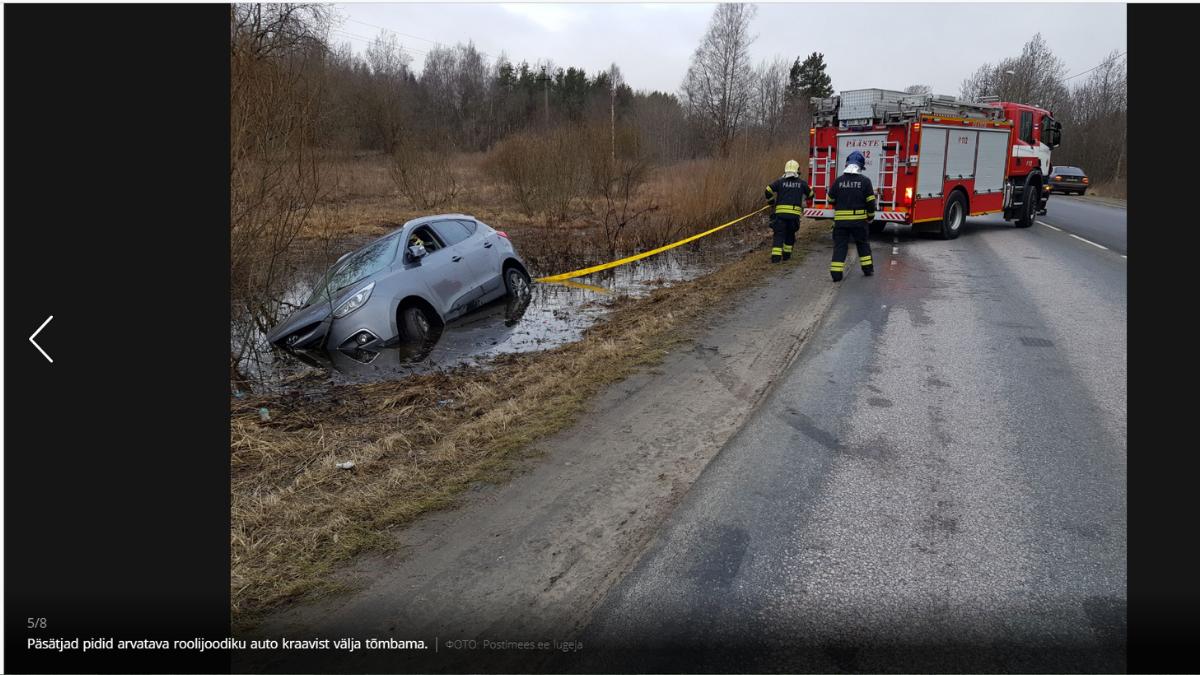 Спасатели вынуждены были доставать из канавы автомобиль предполагаемого алководителя. Скриншот с сайта rus.postimees.ee.