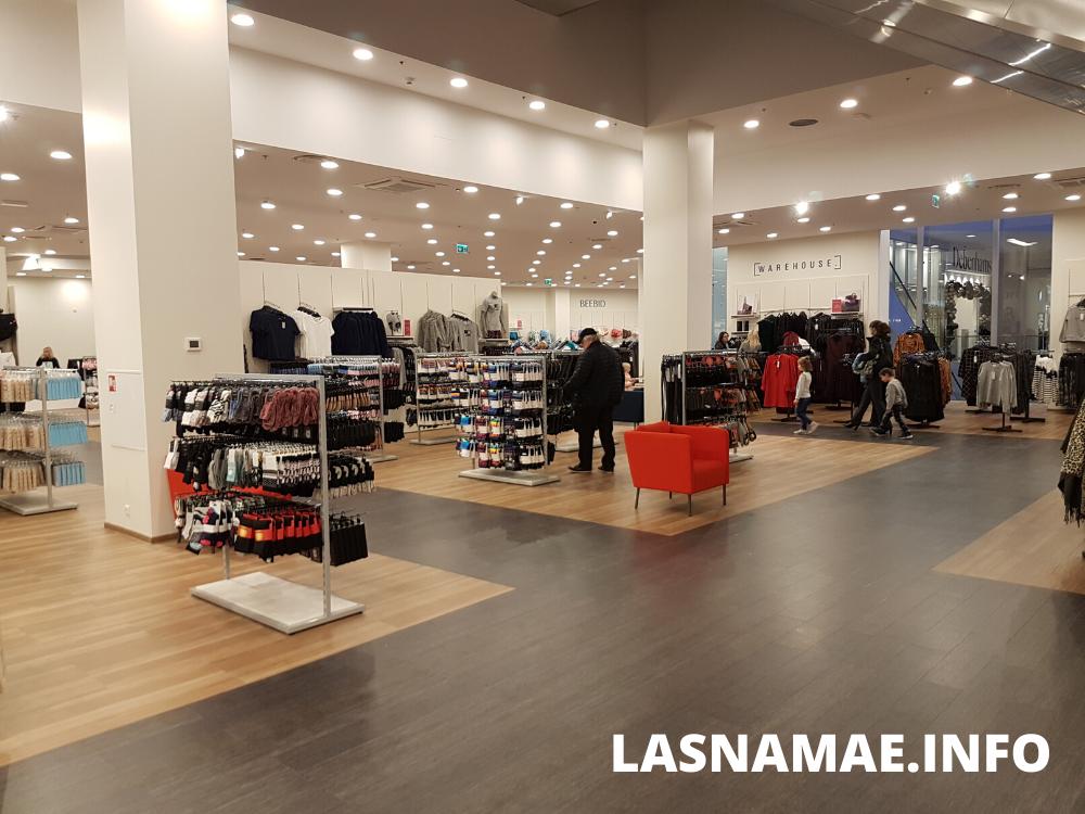 Торговый центр T1. Магазин Debenhams. Фото: Vitali Faktulin.
